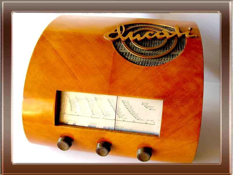 Radio d'epoca a valvole Ducati Paniere. Collezione di Franco Nervegna