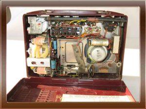 Radio a valvole Voxson Dinghy della collezione di Franco Nervegna