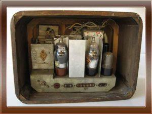 Watt Radio modello AURORA della collezione di Franco Nervegna