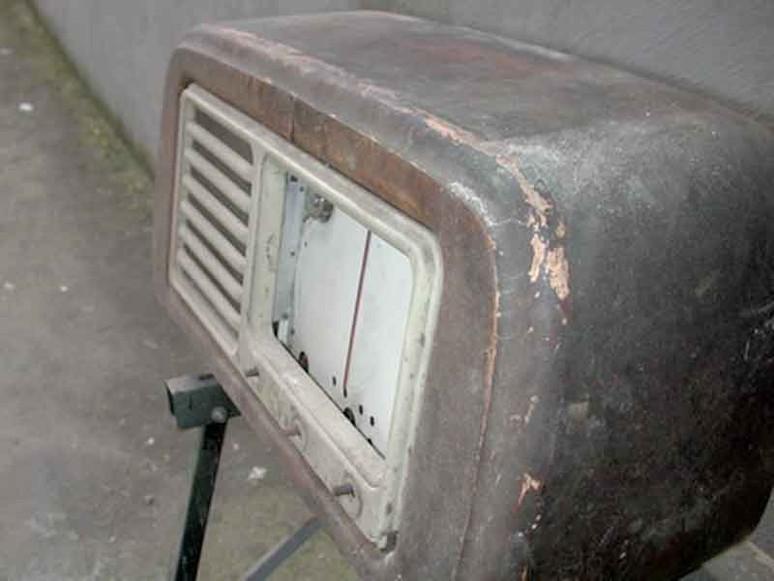 Tecnica per restaurare una radio d'epoca: primo step